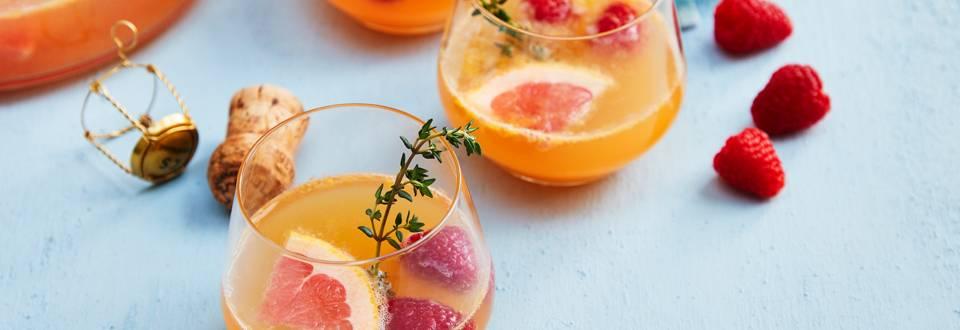 Fruitige punchbowl met champagne