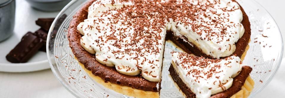 Chocolade-bananentaart met slagroom_main_play