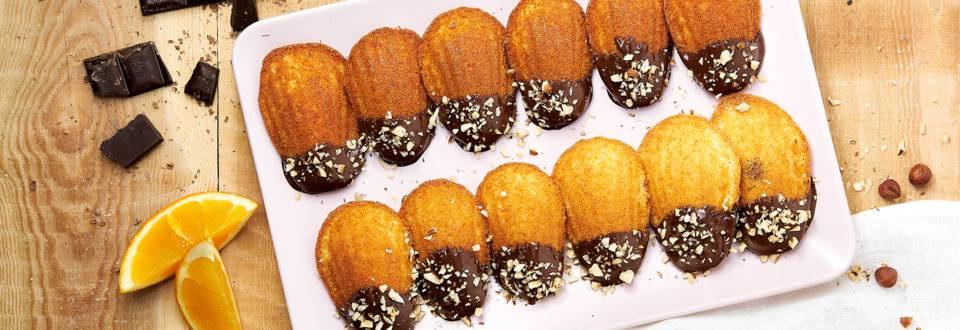 Sinaas-madeleintjes gedipt in chocolade