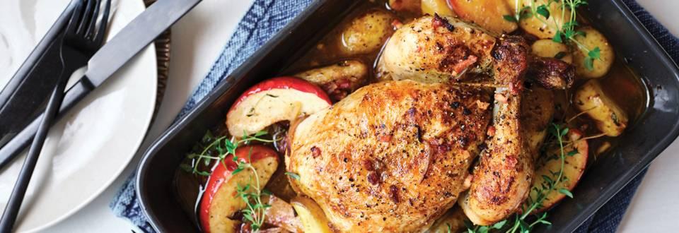 Hele kip uit de oven met appeltjes en patatjes