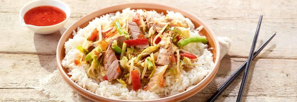 Thaïse wok met rundvleesreepjes en chilisaus