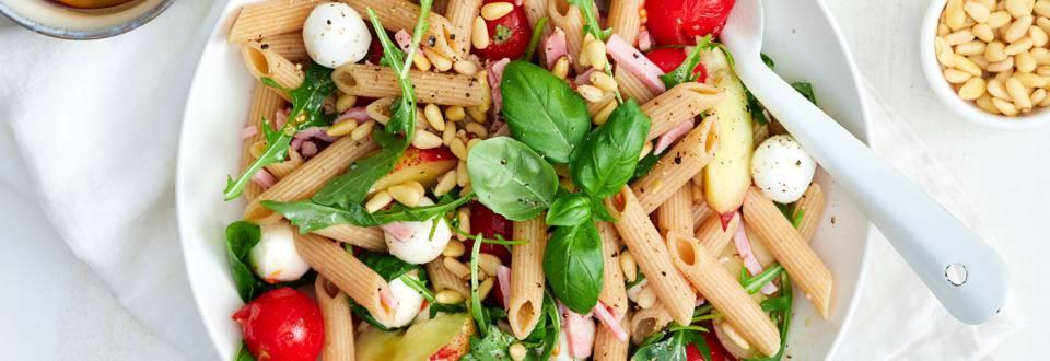 Frisse pastasalade met nectarines en ham