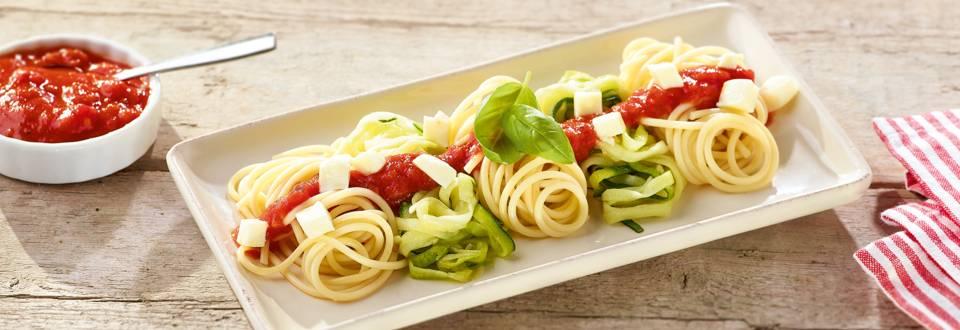 Biopasta met courgetti en tomatensaus