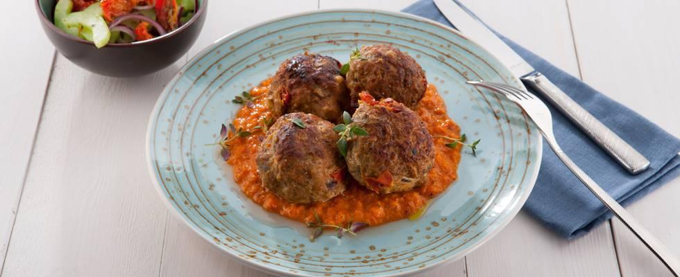 Zomerse gehaktballen met zongedroogde tomaat